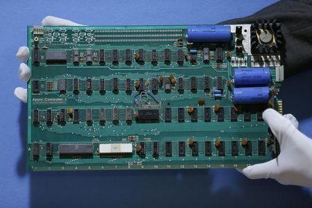 米アップルの初号機「アップル1」、約9700万円で落札 —創業者ジョブズとウォズ二アックのハンドメイド