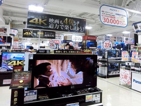 「4K対応TV」の販売価格がこの一年で半額に、人気はシャープ製