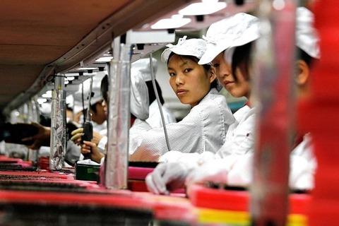 過酷な労働環境で自殺したiPhone工場の青年のポエムが公表される「組み立てラインの前でぼくは鉄のように立っている」