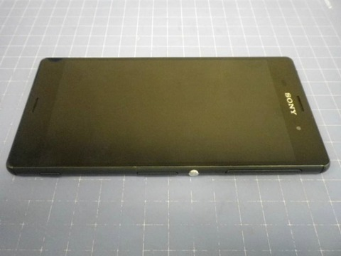 「Xperia Z3」の新たな実機画像が複数流出 —バッテリー容量は3100mAhに減少