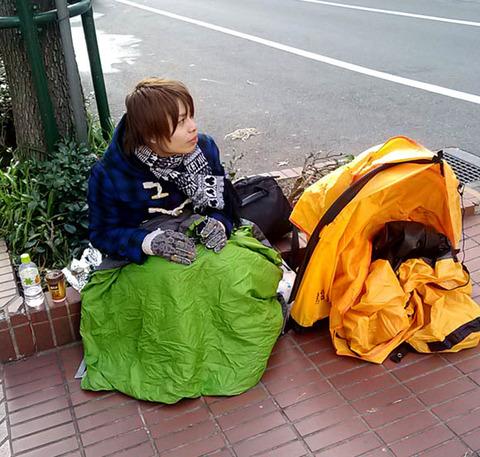 1月2日販売の渋谷のアップルストアの福袋に早くも信者の行列。そして悲劇発生。