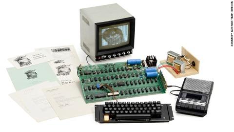 【話題/PC】最初のAppleコンピューター『アップル1』(1976年製)、オークションで668,000ドルという記録的高値