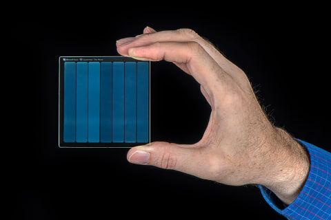 Microsoftが石英ガラス内に映画フィルム1本をまるごとデータ保存することに成功!!