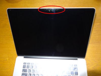 「MacBook Pro Retina」にコーティングが剥がれる症状の報告が —ディスプレイはデリケート