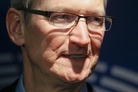 米アップルのクックCEO、テロ犯のiPhoneロック解除求める裁判所命令を拒否「顧客の安全脅かす」