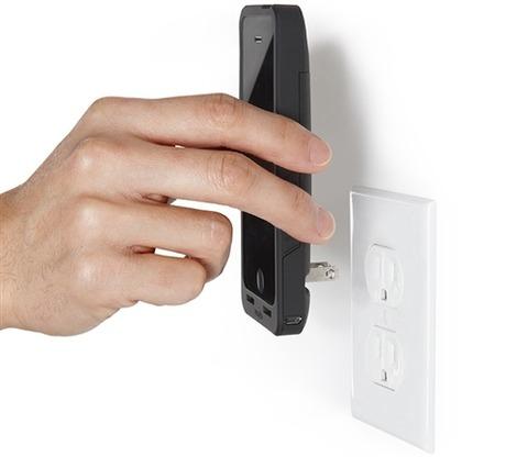 iPhoneをコンセントに直接差し込んで充電できるカバー「PocketPlug」、わずか数分でフル充電!?