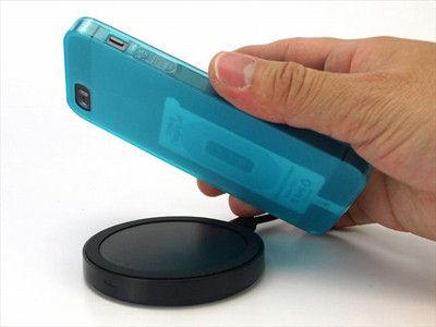iPhoneとiPod touchでワイヤレス充電を可能にする極薄シートが発売