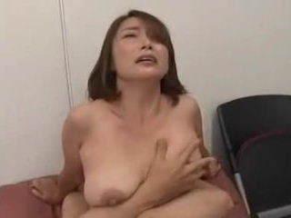 【宮本紗央里】 すけべな乳首じゃないですか!お子さんに与えたんですね!