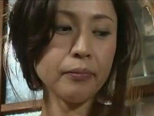 【ヘンリー塚本】「頼むヤラせてくれ!」元夫に土下座されてカラダを許してしまう美人妻!松嶋友里恵