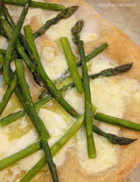 Pizza Bianca con Asparagi