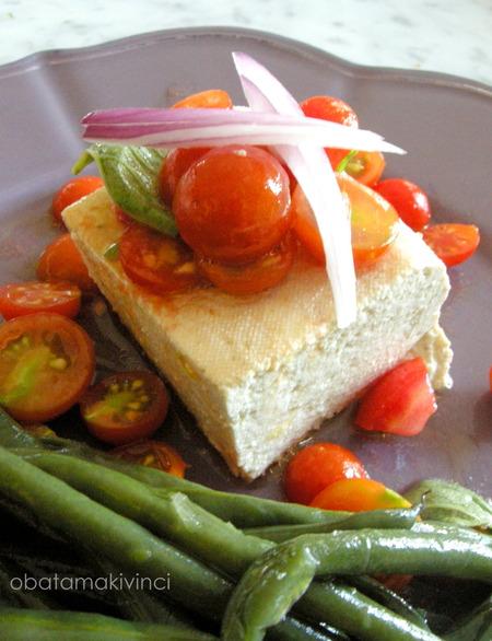 Tòfu con pomodorini e olio di oliva