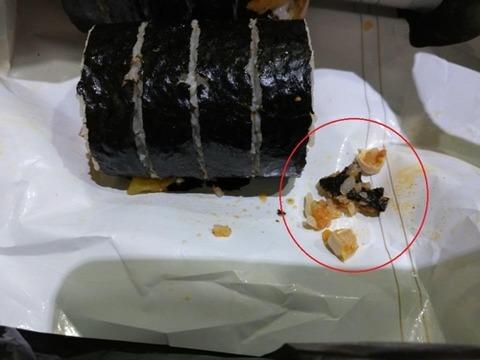 【韓国の反応】韓国大騒動「コンビニおにぎりから人間の奥歯が二つ出てきた・・・」