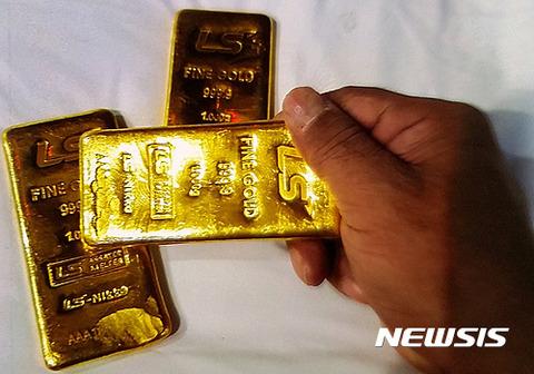 【韓国の反応】愛知県警察、胸の谷間に金塊を隠して密輸しようとした韓国人女性4人を逮捕