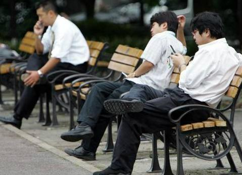 【韓国の反応】日本の中年男性「私をお貸しします」