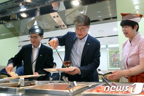 【韓国の反応】「就任一ヶ月」ムンジェイン大統領の支持率89.4%