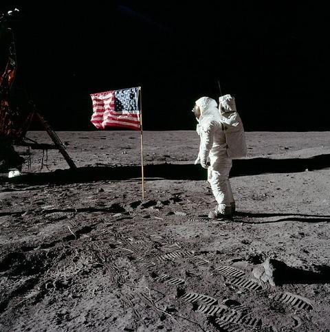 アポロ11号が月面に設置した星条旗