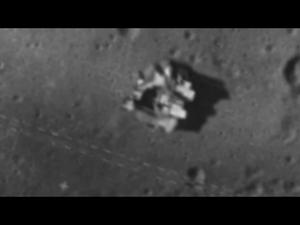 月の人工物?