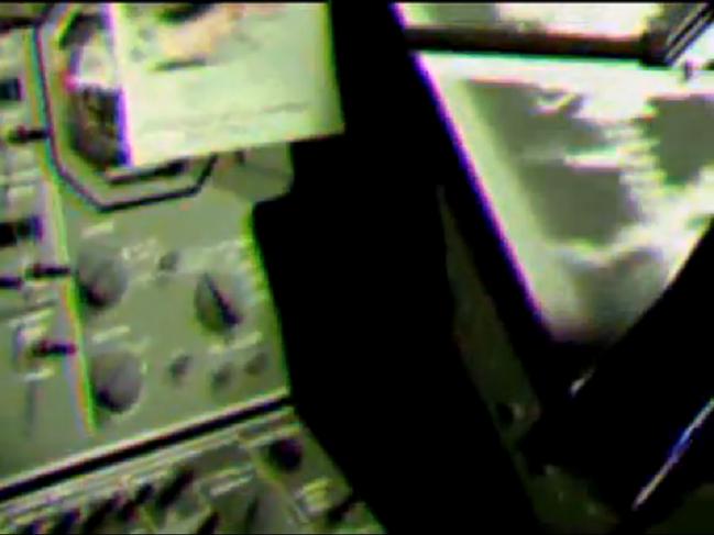 月の宇宙船内部