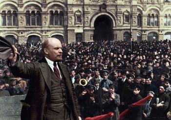 vladimir-lenin-red-square-crowd-communism