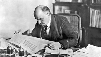 Lenin-chitaet-Pravdu