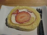 魚魚 苺のロールケーキ