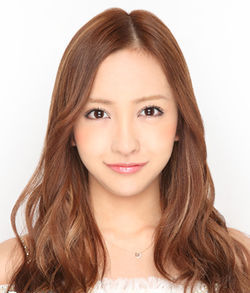 250px-2013年AKB48プロフィール_板野友美