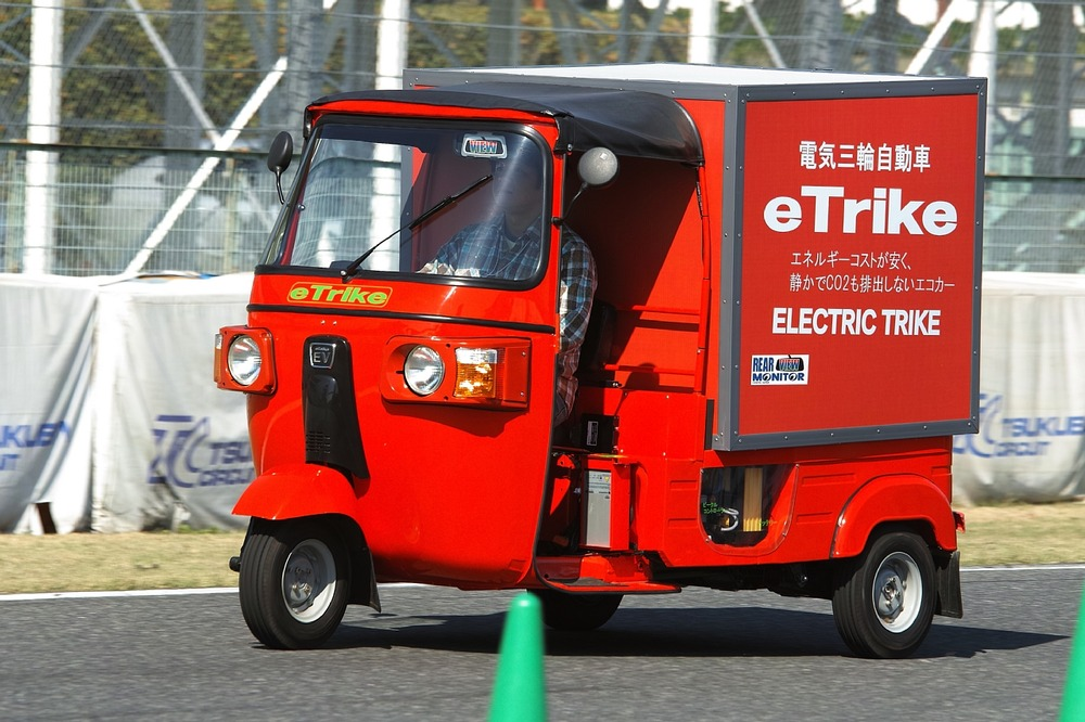 日本エレクトライクの新たなトライクはバイクようなミニカー ...