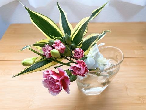 花を飾ると、片付けの目標が見えてきた。