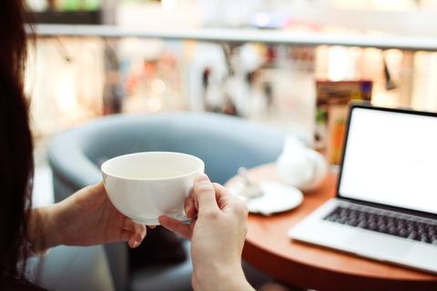 internet-tea-time-picjumbo-com
