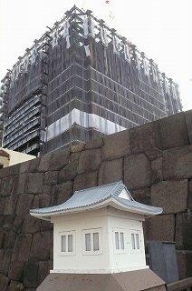s-牛込見附(江戸城外堀跡)に建つ