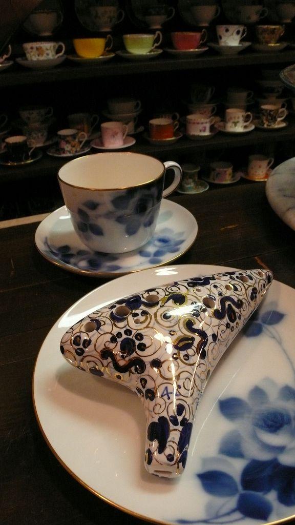 陶のオカリナとカップ:円満茶房