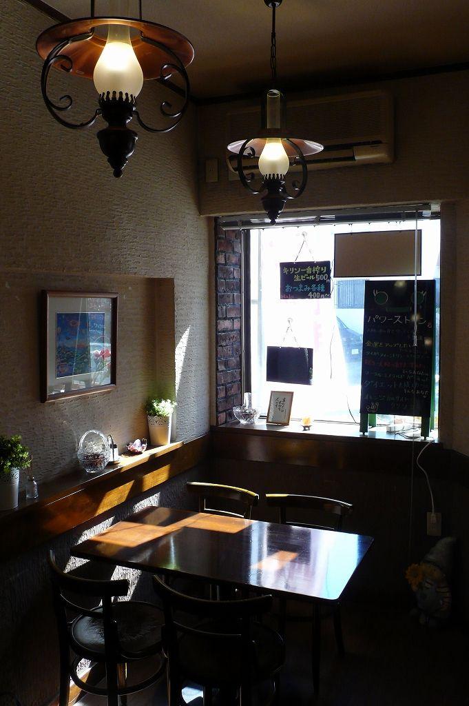 春に向けた陽射しの中で喫茶「Halu」と周辺