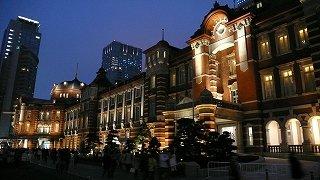 東京駅を鳥瞰する