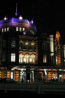 ライトに浮かぶ再生した東京駅