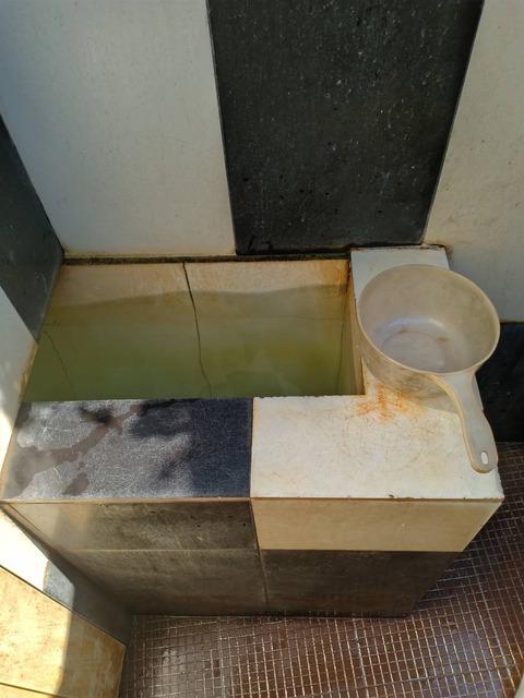 トイレ カンボジア 02