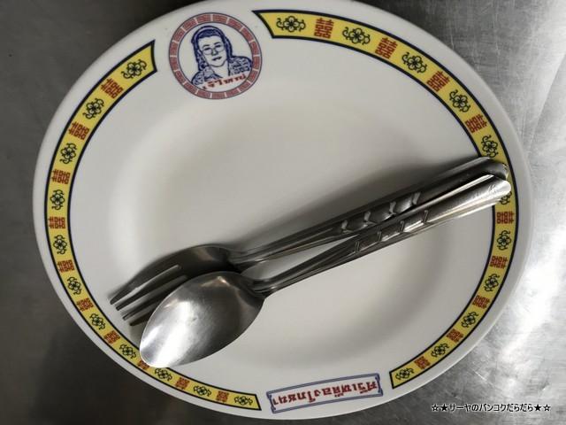 jambo chiken rice ジャンボ カオマンガイ バンコク お皿
