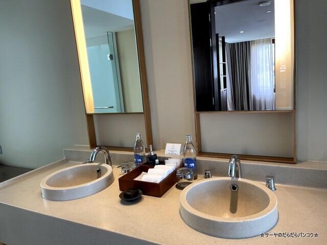 Grand Pool Suite, 1 Bedroom Suite 1 King, Sofa (8)