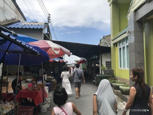WangMook Seafood 海に面しているレストラン (3)