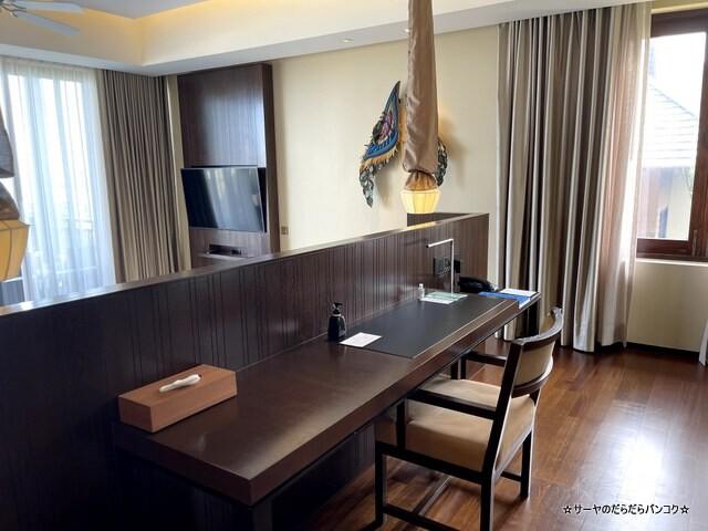 Grand Pool Suite, 1 Bedroom Suite 1 King, Sofa (9)