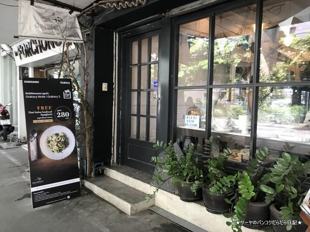Dandelion bangkok cafe バンコク (2)