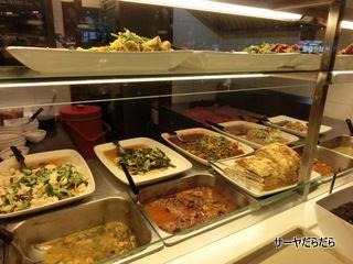 food cort at ekkamai gateway 3