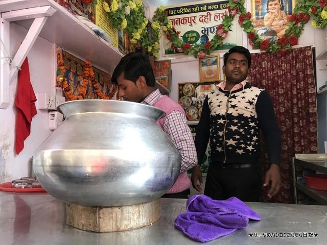 Janakpur Dahi Lassi Bhandhar カトマンズ ラッシー (2)