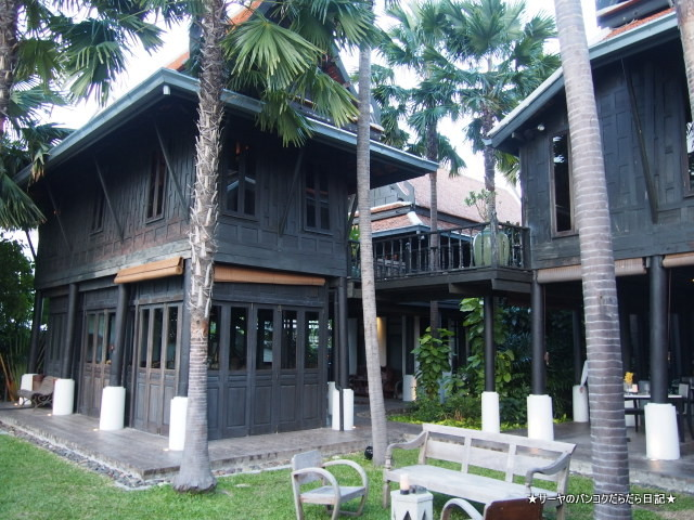 Chon Thai Restaurant 川沿い レストラン バンコク