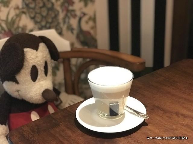 It Happened to be a Closet bangkok cafe cafelatte