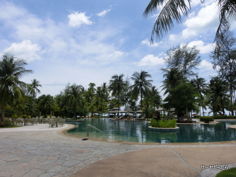 Le Meridien Khao Lak Beach & Spa Resort  1