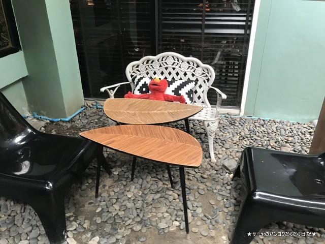 It Happened to be a Closet bangkok cafe outside