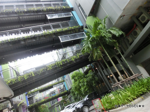 thanya plaza bangkok shopping mall