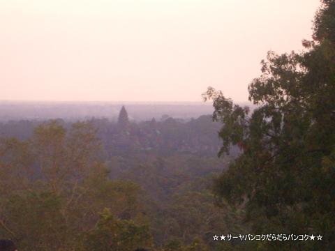 プノンバケン山からの夕日