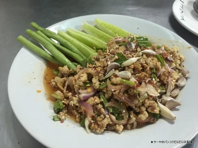 ラチャプラロップ タイ料理 レストラン ローカル