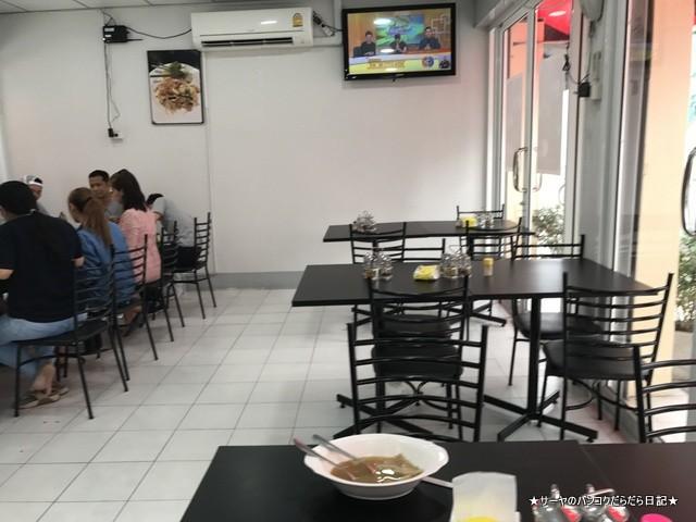 ウォンウェンヤイ ラーンパンナナー タイ料理r レストラン  店内